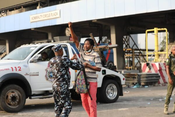 Breaking: Police Arrest  Protesters At The Lekki Tollgate